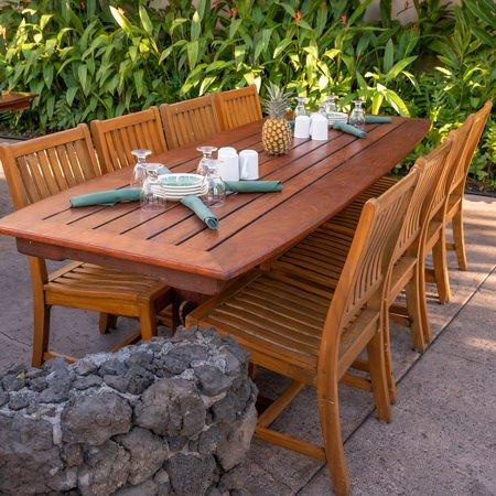 Old Lahaina Luau table arrangement